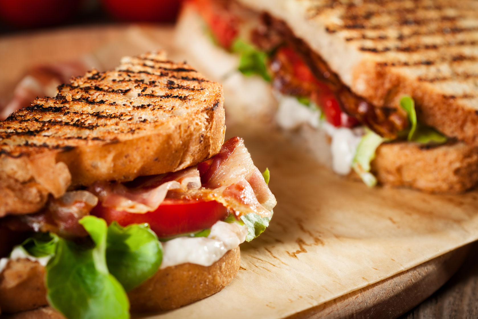 46731636 - sandwich with tomato and bacon